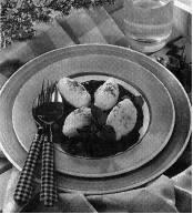 Quarkkößchen mit Beerensauce